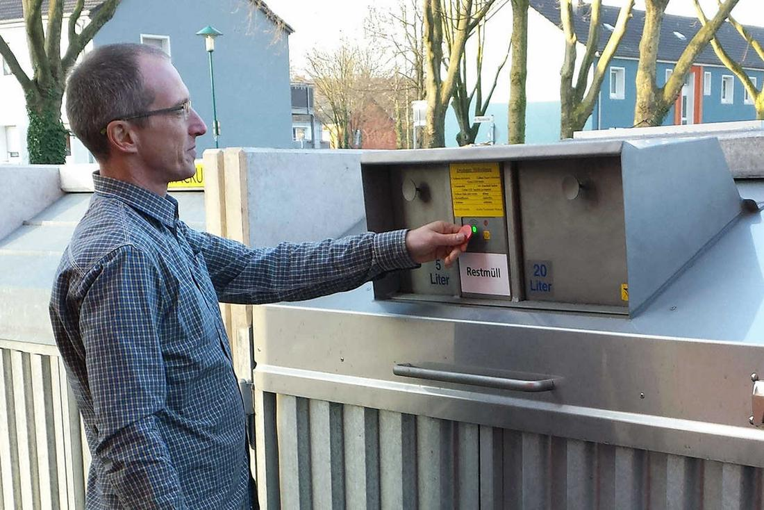 Citizen identifies himself at garbage lock